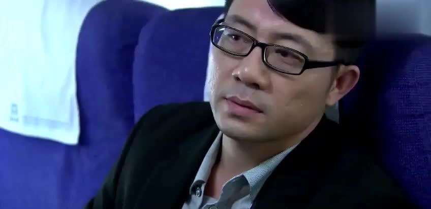 高富帅想搭讪空姐,不料空姐根本看不上,同事却说出他惊人身份!