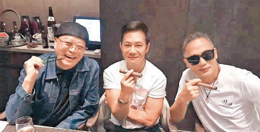 57岁张兆辉与欧阳震华聚餐,被赞不老男神,直言男人有家才幸福