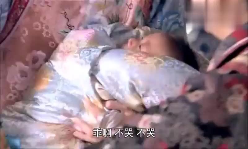 素莹生下一儿子福晋嫌弃不想抱素莹气的跟美璃直瞪眼