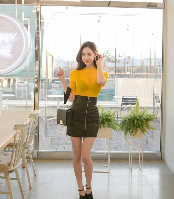 亮黄色针织七分袖打底衣,高腰半身包臀裙,职场美女的最好穿搭