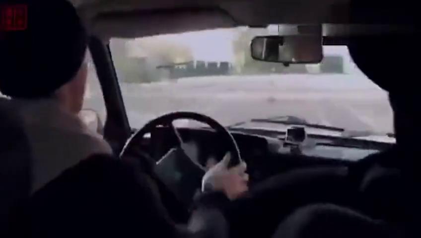 一级赛车手去考驾照,监考员吓蒙了,其他学员不相信是真的
