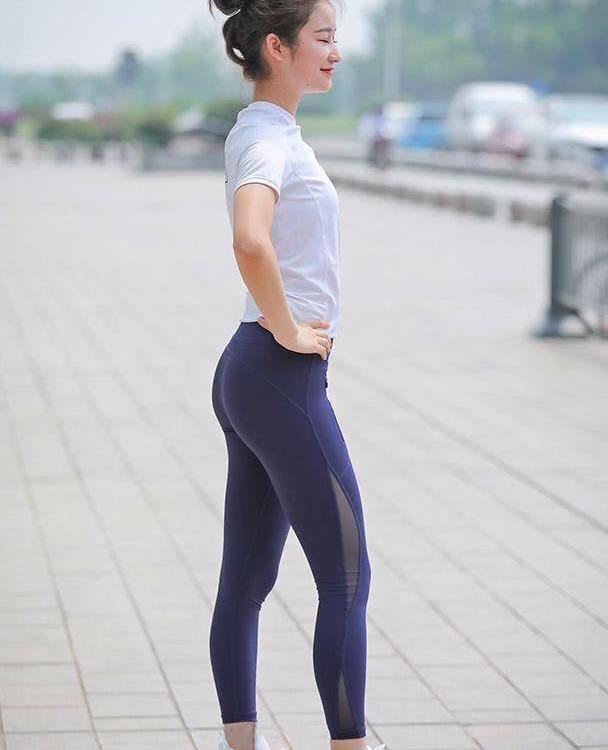 瑜伽裤显不凡的造型美感,简洁活力也很显时尚运动风