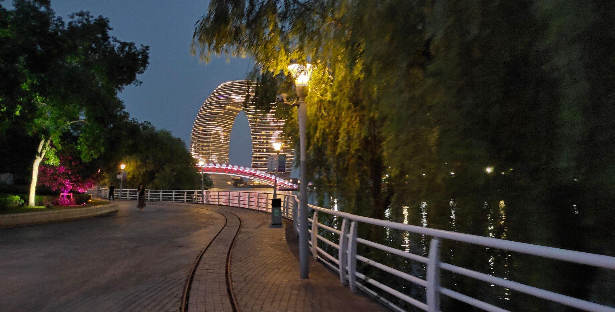 """湖州太湖喜来登酒店,被称为""""月亮酒店"""",夜景绝美的网红打卡地"""