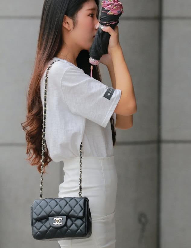街拍:矮个子美女,只要身材比例好,照样可咸可甜!