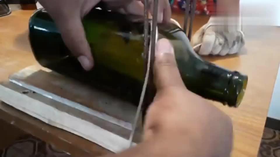 切割玻璃瓶很简单,根本不用什么切割器,1根绳子轻松搞定!