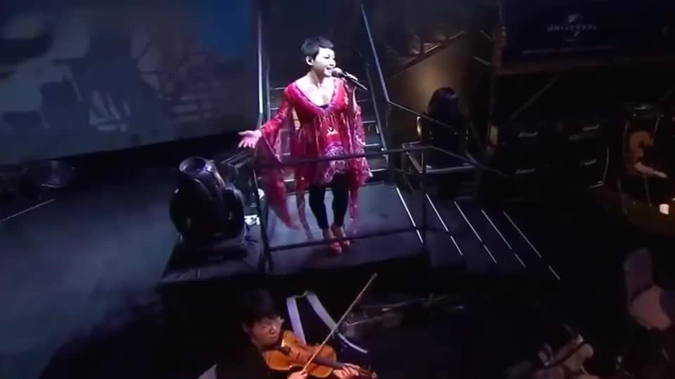 刘美君演唱《左右手》情意浓浓,听得不禁热泪盈眶!