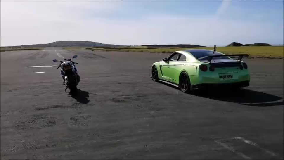 日产GTR单挑宝马S1000RR,高手之间的对决,总是这么精彩!