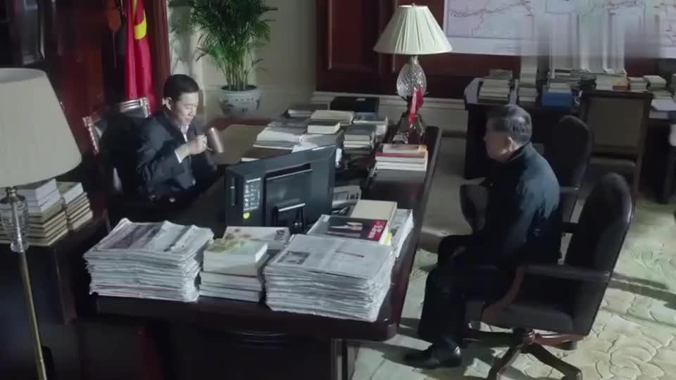 侯亮平冒险阻拦李达康,却意外得到各路领导的赏识