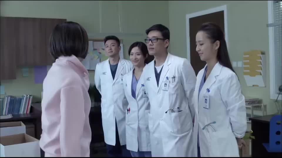 产科医生:医生离职,同事居然送她这个!