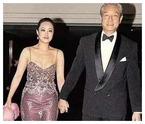 56岁章小蕙近照曝光,淡妆出镜皮肤白皙圆润,看得出生活状态不错