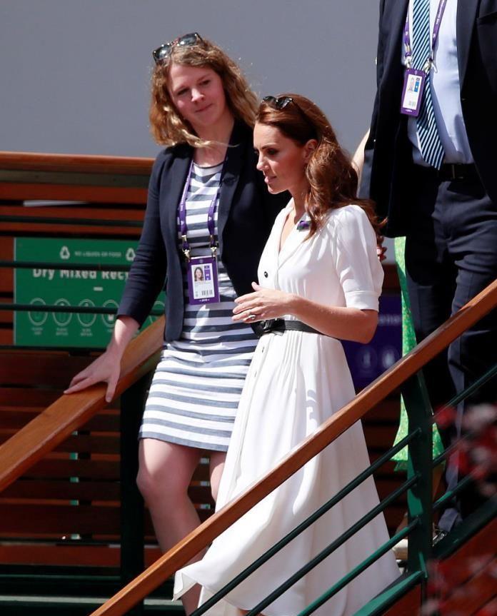 凯特王妃与多名女性同台暴露了真实身材,对比后腰变细,更修长了