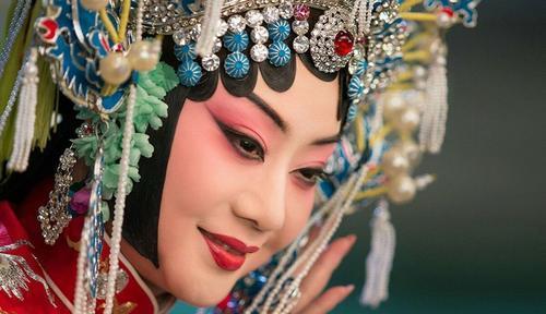 国家一级演员李胜素:成名后,从未忘记家中的农民父母