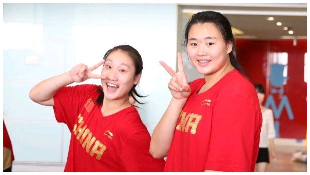 中国女篮迎来内线大鲨鱼!女奥尼尔卧推280斤超周琦,曾狂砍40+!