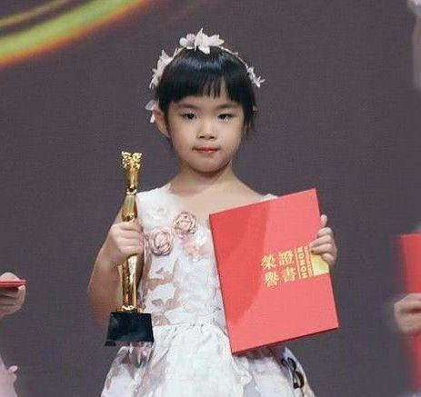 黄奕女儿黄芊玲真是多才多艺,从小美到大,满满名媛气质!