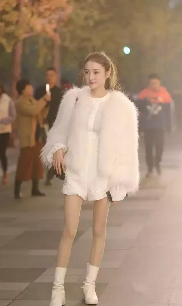 来跟街拍小姐姐学习冬季穿搭,保暖好看又显瘦!