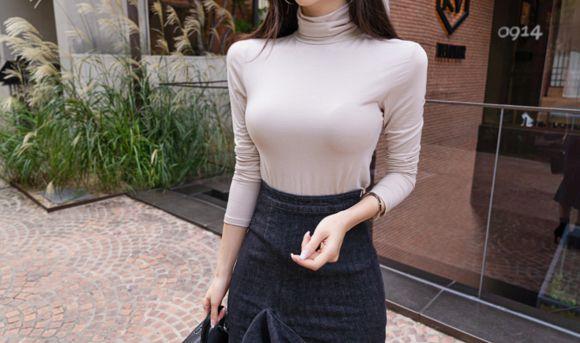 孙允珠:撞色油光香芋堆领混搭牛仔裙写真