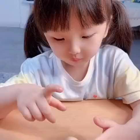 宝宝:妈妈,我觉得你看起来也不像坏人啊,为什么我叫小坏蛋呢?
