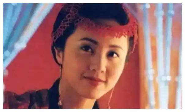 黄磊老婆孙莉和谭松韵长得好像啊!眉眼间都是灵气,只觉岁月静好