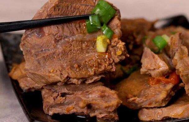 卤牛肉,这3种香料宁不放也别多放,否则越卤越苦,白瞎一锅好肉
