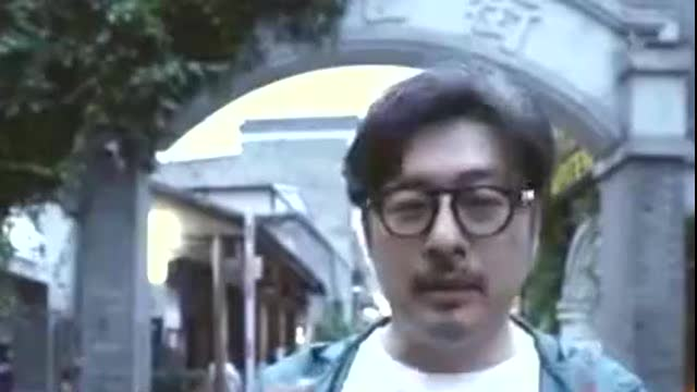 王岳伦刚道过歉,又被曝出与ktv女子的亲密照片,连腰都搂上了
