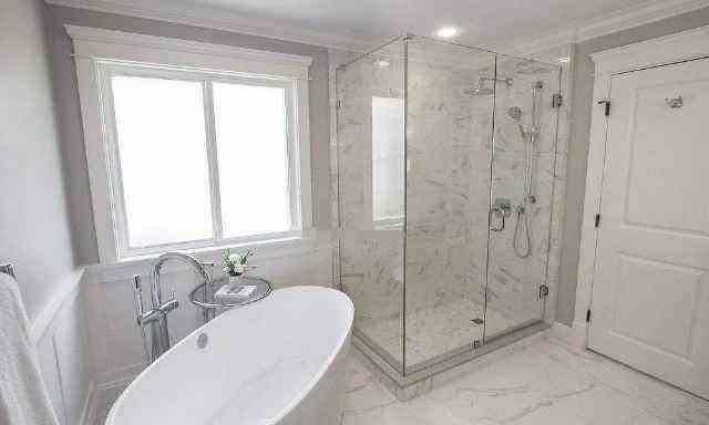 卫生间不要装挡水条了,头次见有钱人这样设计,实用方便又美观