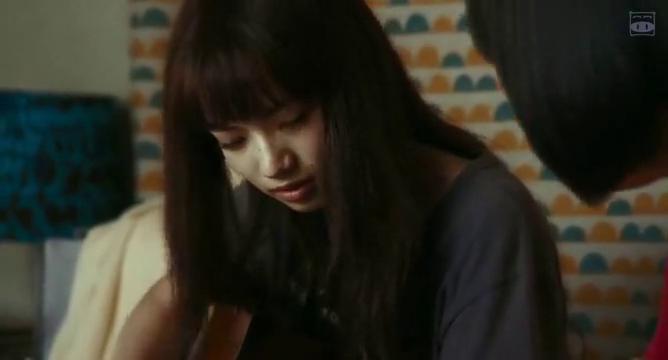 再见,嘴唇:小松菜奈和门胁麦抱着吉他相视而坐!