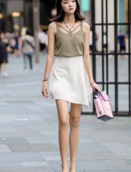 街拍美图:美女们穿搭时尚,颜值身材一流,个个都是时髦女郎!