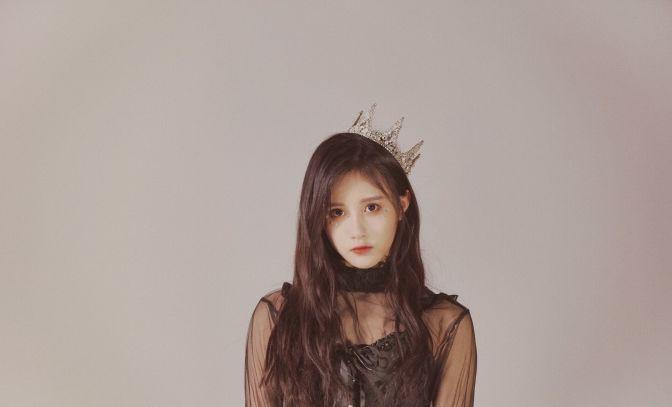 BEJ48-段艺璇身着黑色网纱上衣晒出美照,女神超有范儿