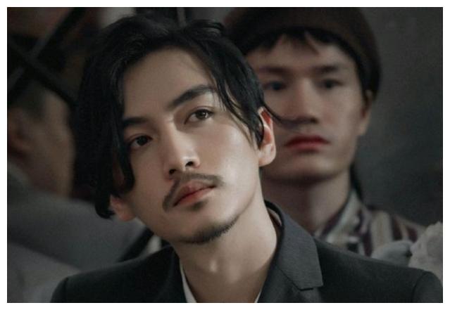 《冰雨火》主演造型曝光,王一博帅出新高度,有胡子的陈晓太帅了