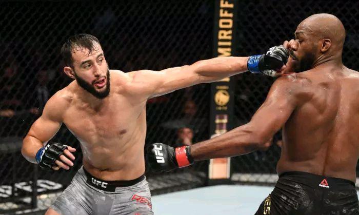 最新!UFC247格斗之夜 头条主赛之 骨头琼斯VS不败新秀雷耶斯