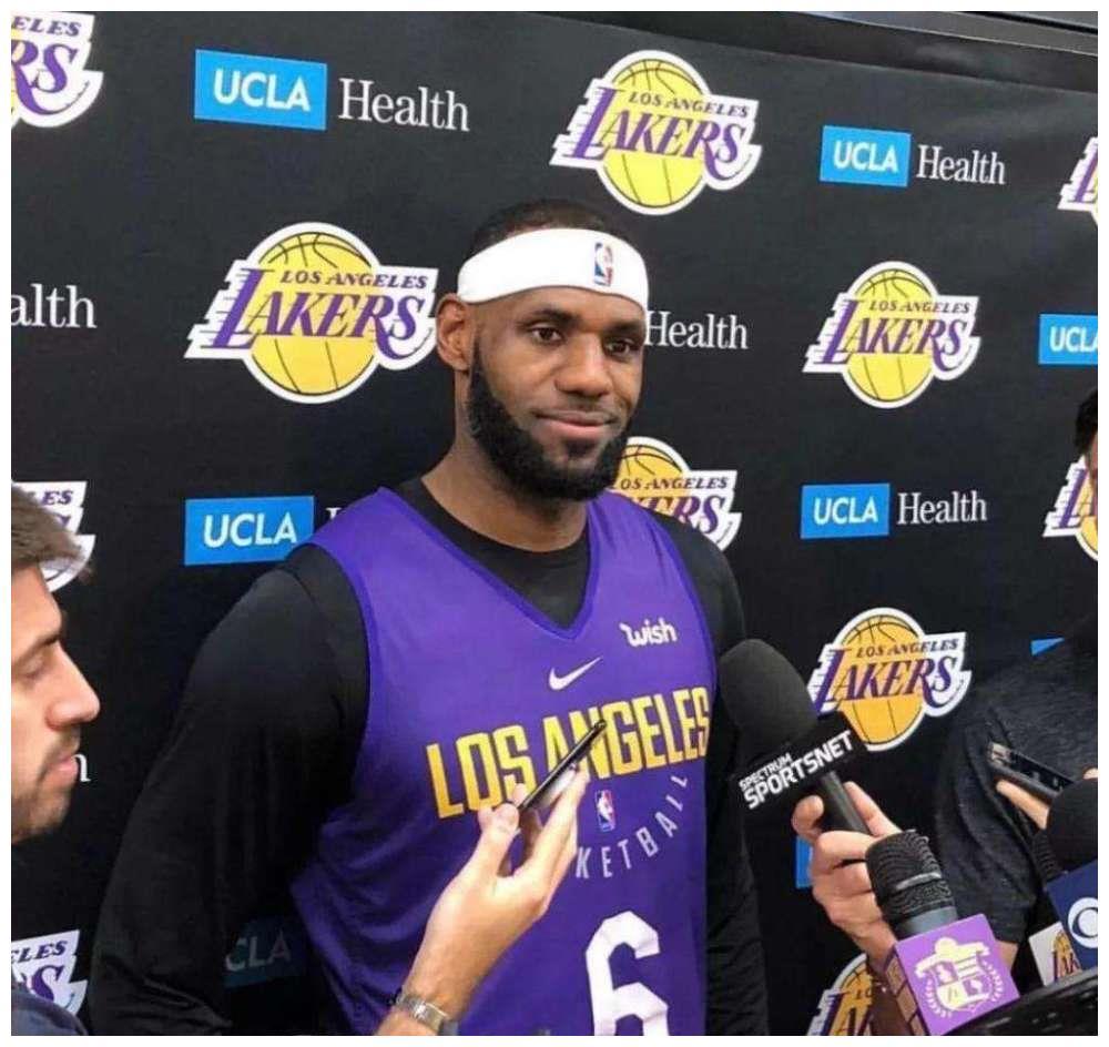 NBA最无作用的篮球装备!詹姆斯为遮发际线