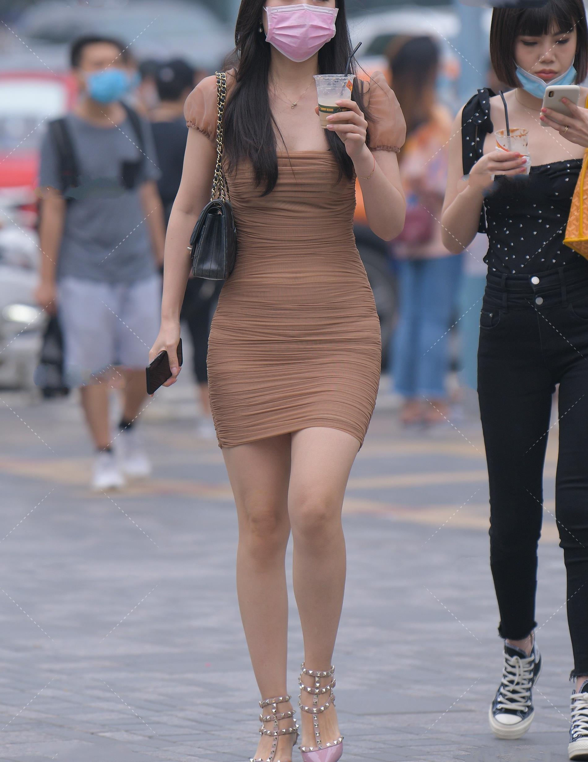紧身褶皱连衣裙,紧身显身线,褶皱设计看上去显瘦