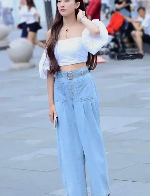 街拍,炎炎夏季时尚美女搭配高跟凉鞋,展现自己最美好的气质