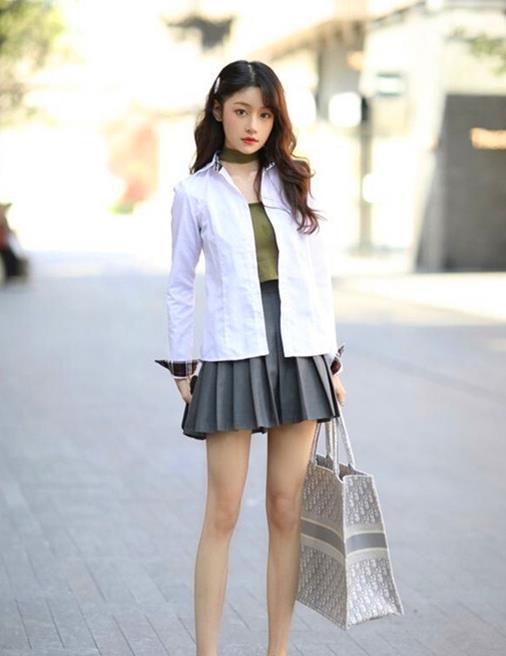 清新风格打造美丽姑娘的公主范,短裙装扮唯美气质,让人一见倾心