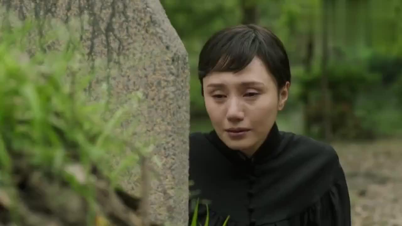 莫燕萍来到了丈夫方主编墓前她心里究竟是怎么想的