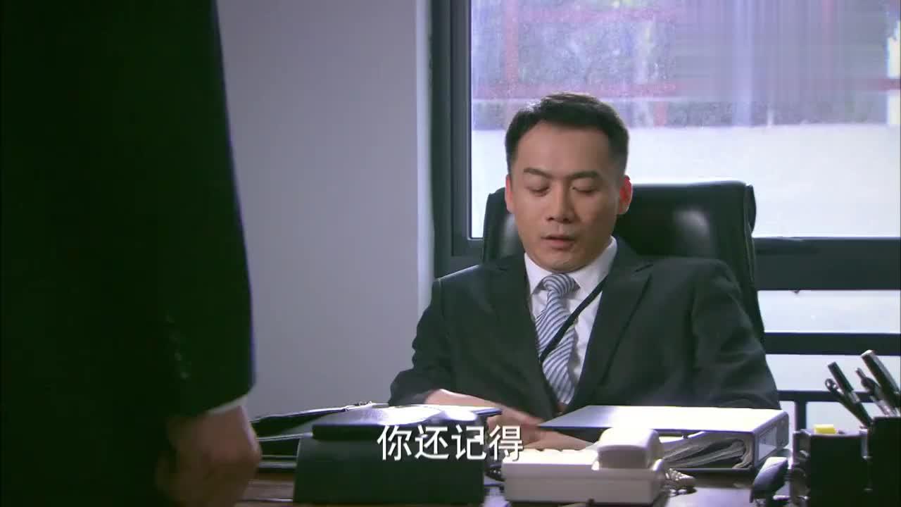 小伙荣升主管后,竟找得罪过他的经理摆架子,度量真小!