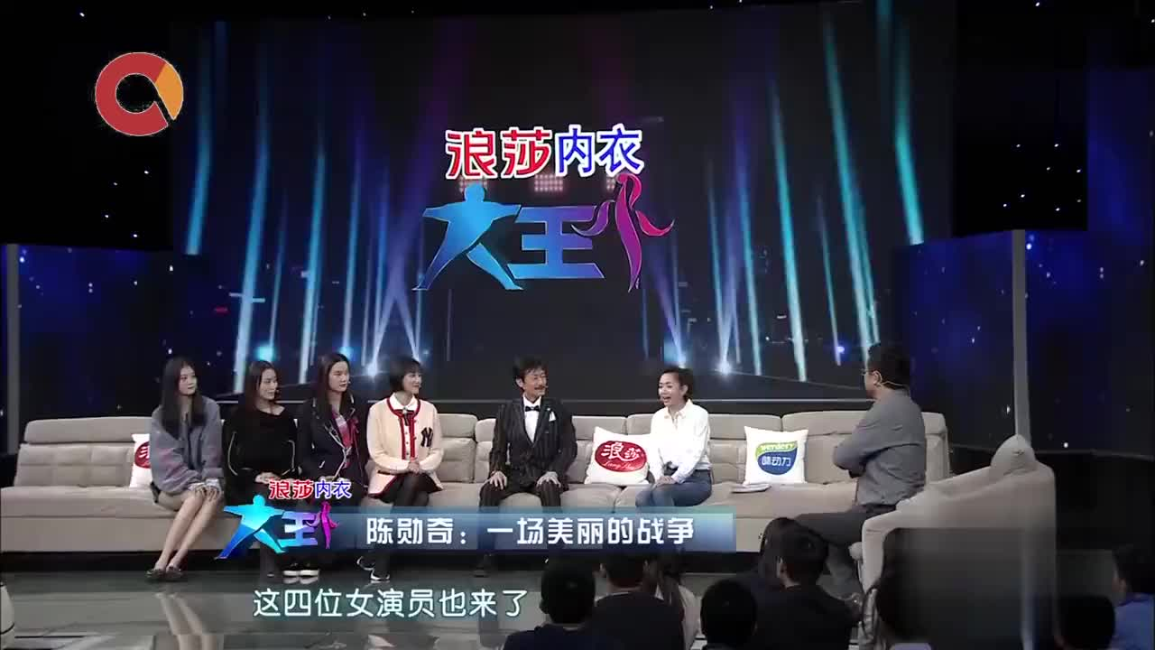 香港奇才导演陈勋奇携新作品做客节目现场