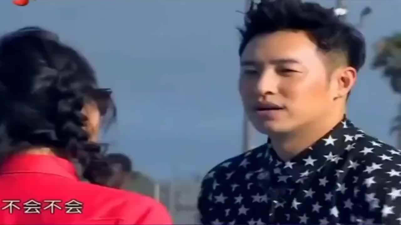 我们相爱吧:潘玮柏借打篮球偷亲吴昕,有点浪漫哦