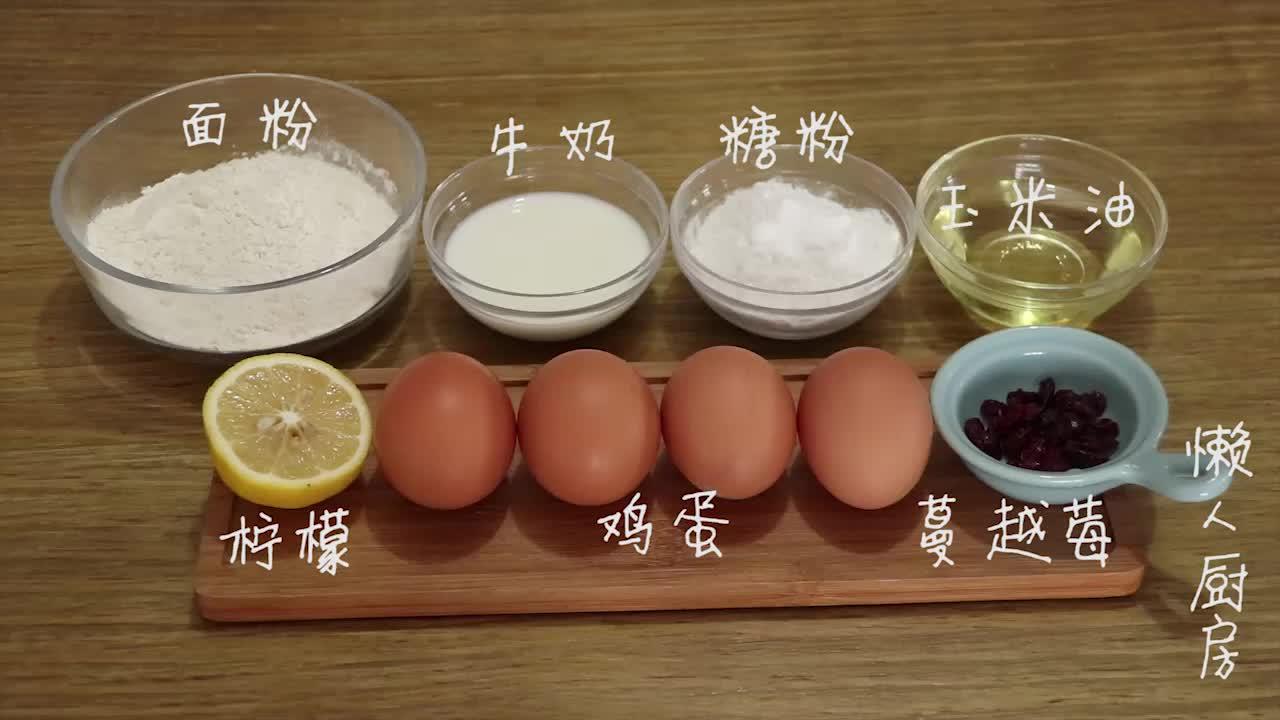4个鸡蛋半碗面粉,不用烤箱,一个电饭锅就能做出蛋糕,简单易学