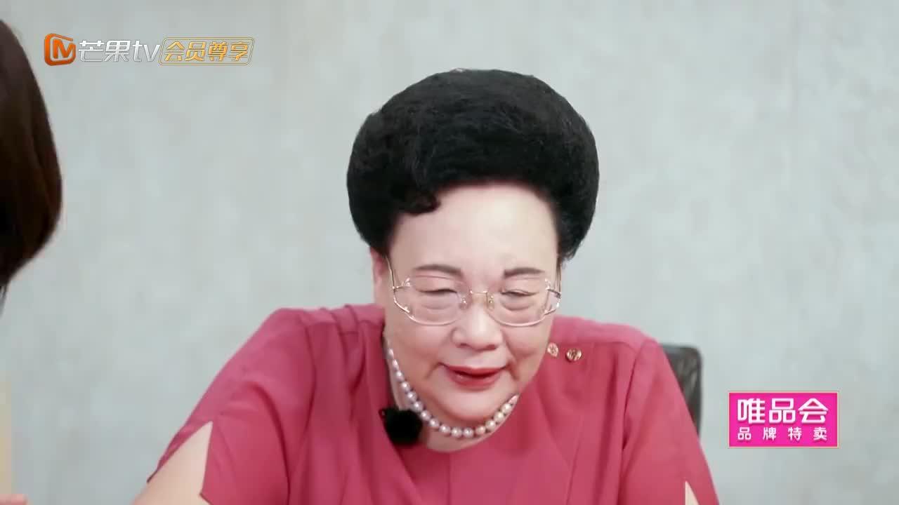 给秦妈吃到怀疑人生的虫子,姜潮妈李晟妈吃得一个比一个香!