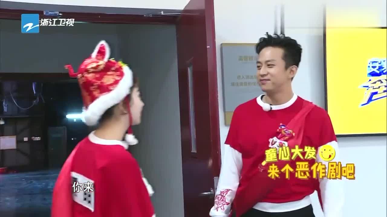 邓超李晨对景甜恶作剧,骗她是蓝队的人,天真的景甜竟然信了