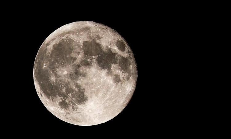 """月球背面有""""金字塔""""?中国说出真相,嫦娥四号带你看清月球背面"""