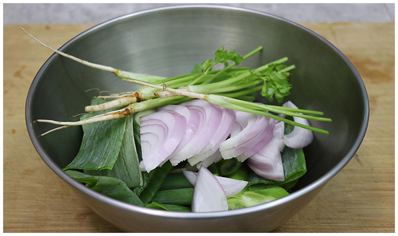 家常菜葱烧牛蹄筋,软烂入味,下饭又下酒,比牛腱子肉还好吃