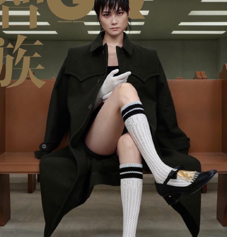 36岁李宇春又美又飒,帅气短湿发拍时尚大片,穿搭大胆引领时尚!