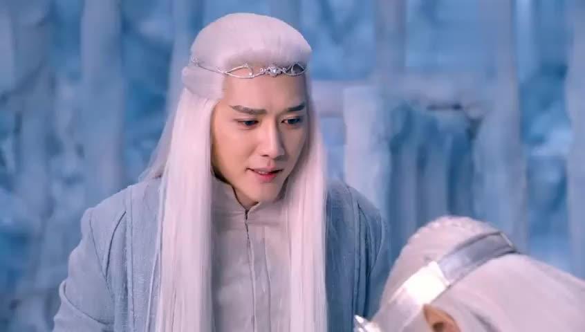 幻城:冰王冰后被火王控制,释用弑神剑唤醒他们,一家人团聚!