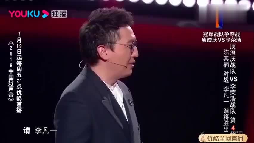 中国好声音:美女唱歌忘词,台上差点哭出来,李荣浩急忙安慰!