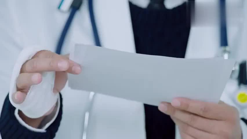 儿科医生:患儿疑似携带艾滋,没有医生愿意接受,李医生真倒霉