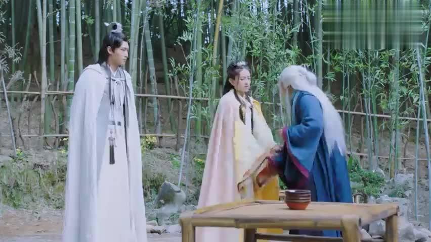 双世宠妃:曲小檀跟墨连城离开后,老怪物竟然这样说,什么情况