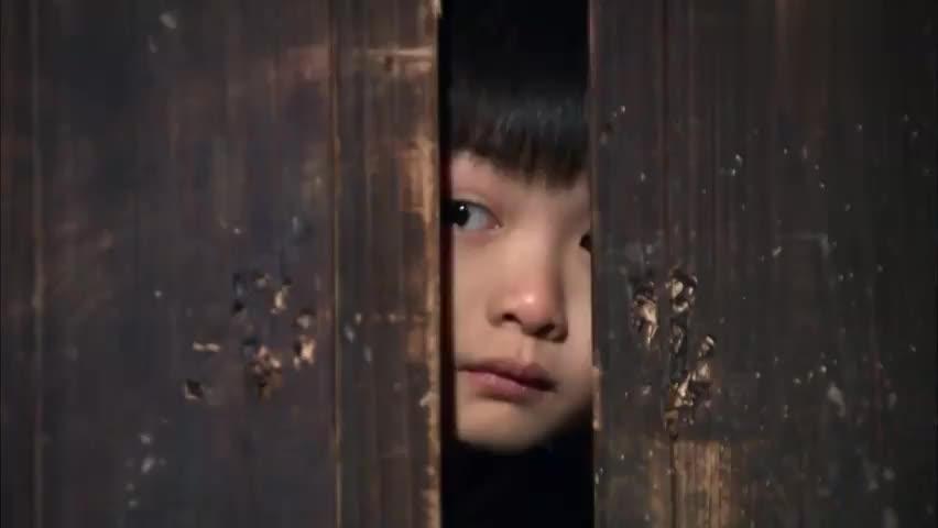 天涯赤子心:小杰利用之前做扒手的技巧,偷走钥匙带着姐姐逃跑!