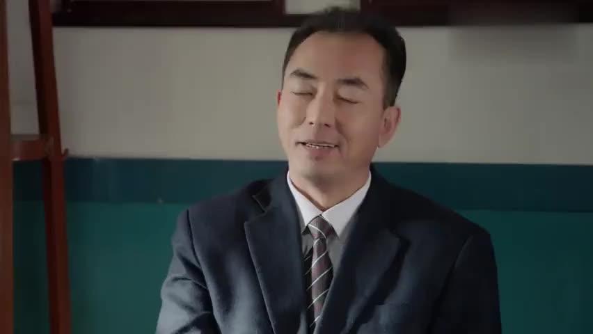老姜从北京后太厉害,同事瞧见眼红,背后跟经理嚼舌根子!